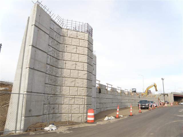 Construction of the retaining wall for the new I-95 Southbound to I-91 Northbound ramp