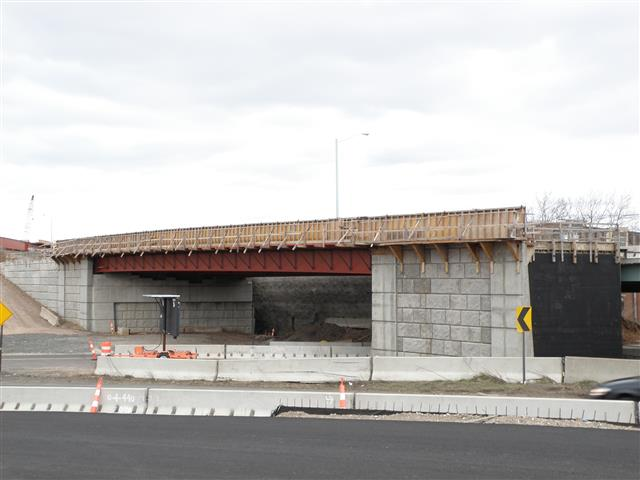 Construction of the I-91 Southbound bridge over the I-95 Northbound entrance ramp from Wooster Street